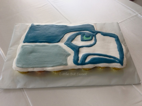 SeattleSeahawksCupcakeCake